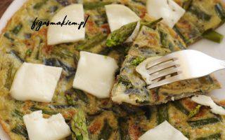 omlet ze szparagami i kozim serem