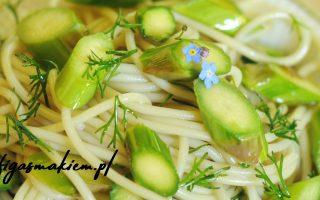 makaron z zielonymi szparagami
